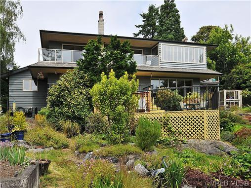 FEATURED LISTING: 1575 Montgomery Avenue VICTORIA
