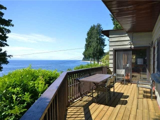 "Main Photo: 1968 OCEAN BEACH ESPLANADE in Gibsons: Gibsons & Area House for sale in ""OCEAN BEACH ESPLANADE"" (Sunshine Coast)  : MLS(r) # V1009499"