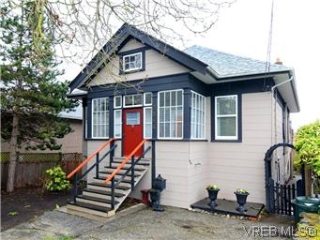 Main Photo: 2546 Shelbourne Street in VICTORIA: Vi Fernwood Residential for sale (Victoria)  : MLS® # 305804