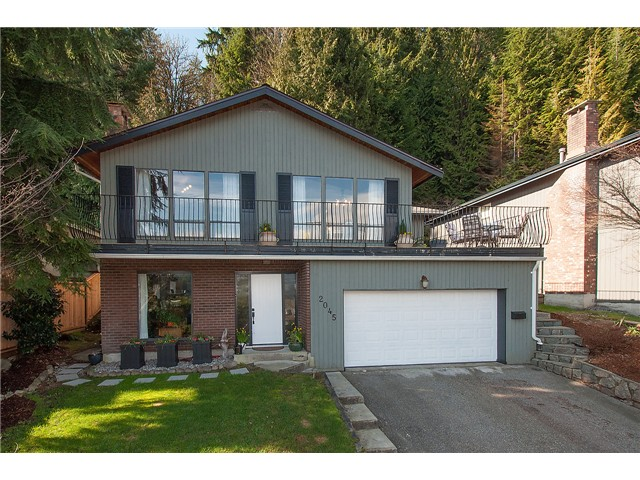Main Photo: 2045 CLIFFWOOD RD in North Vancouver: Deep Cove House for sale : MLS®# V1106333