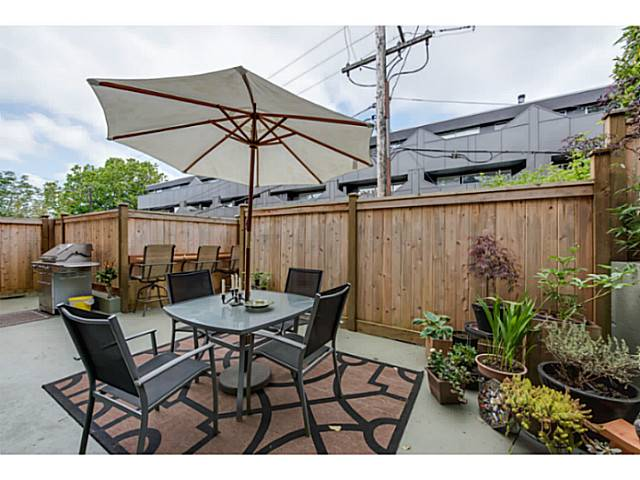 Main Photo: 2669 W 10TH AV in Vancouver: Kitsilano Condo for sale (Vancouver West)  : MLS® # V1122231
