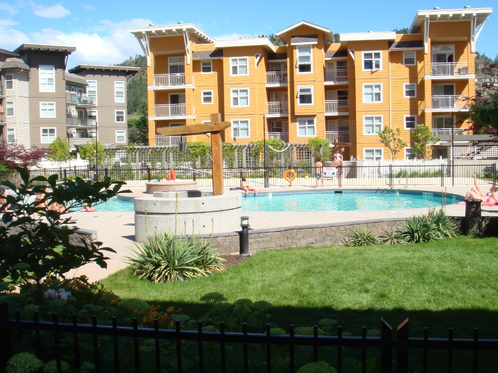 Main Photo: #414 555 Yates Road in Kelowna: North Glenmore Condo for sale : MLS® # 10124187