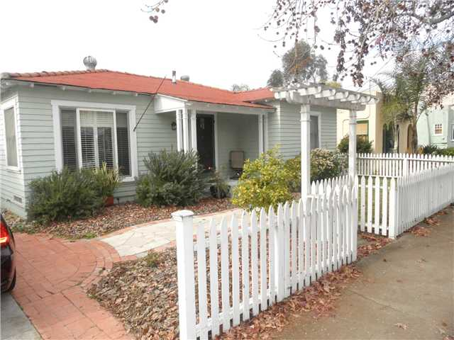 Photo 2: HILLCREST House for sale : 2 bedrooms : 4230 3rd Avenue in San Diego