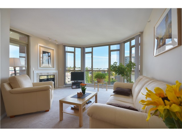 Photo 2: 801 160 W KEITH Road in North Vancouver: Central Lonsdale Condo for sale : MLS(r) # V989160