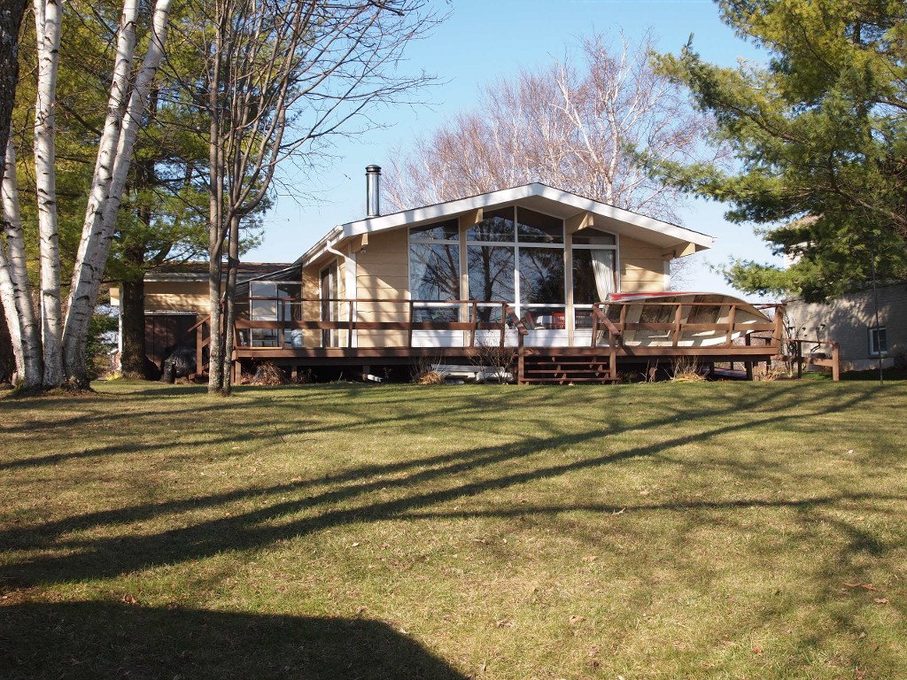 Main Photo: 10 Beavers Lane in Kawartha Lakes: Rural Eldon Freehold for sale : MLS®# X2860680/1442352