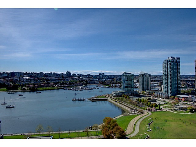 "Main Photo: PH B 139 DRAKE Street in Vancouver: Yaletown Condo for sale in ""CONCORDIA II"" (Vancouver West)  : MLS(r) # V1075490"