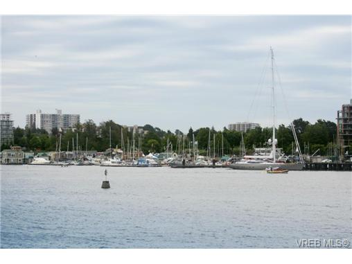 Main Photo: 2 216 Russell Street in VICTORIA: VW Victoria West Townhouse for sale (Victoria West)  : MLS(r) # 340421