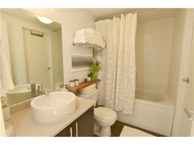 "Photo 8: 404 2520 MANITOBA Street in Vancouver: Mount Pleasant VW Condo for sale in ""THE VUE"" (Vancouver West)  : MLS(r) # V973349"
