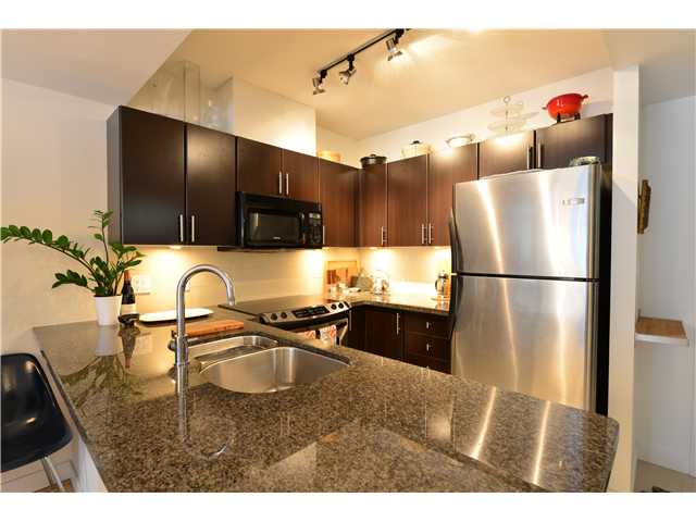 "Photo 3: 404 2520 MANITOBA Street in Vancouver: Mount Pleasant VW Condo for sale in ""THE VUE"" (Vancouver West)  : MLS(r) # V973349"