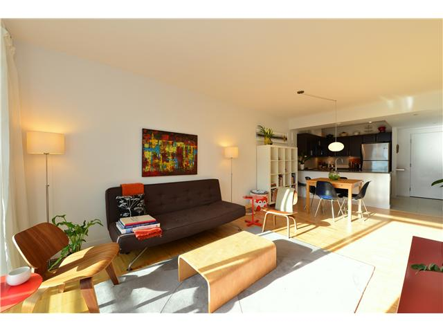 "Main Photo: 404 2520 MANITOBA Street in Vancouver: Mount Pleasant VW Condo for sale in ""THE VUE"" (Vancouver West)  : MLS(r) # V973349"