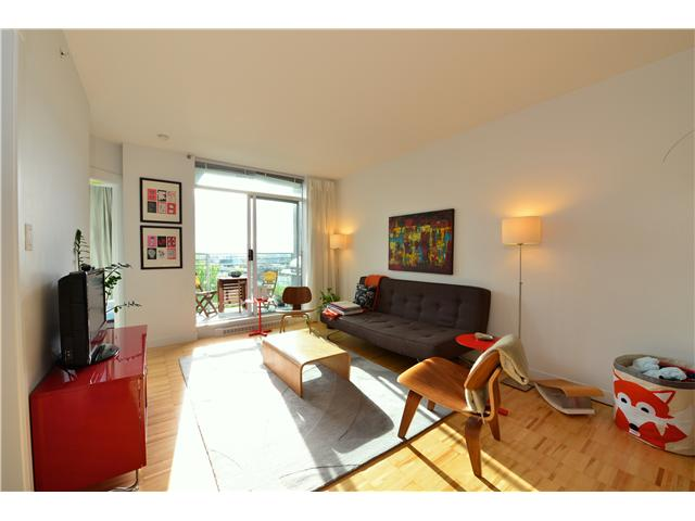 "Photo 2: 404 2520 MANITOBA Street in Vancouver: Mount Pleasant VW Condo for sale in ""THE VUE"" (Vancouver West)  : MLS(r) # V973349"