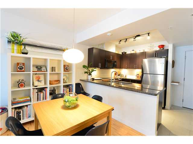 "Photo 4: 404 2520 MANITOBA Street in Vancouver: Mount Pleasant VW Condo for sale in ""THE VUE"" (Vancouver West)  : MLS(r) # V973349"