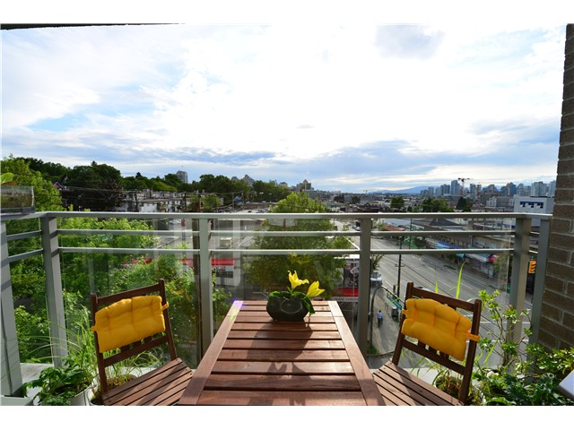"Photo 9: 404 2520 MANITOBA Street in Vancouver: Mount Pleasant VW Condo for sale in ""THE VUE"" (Vancouver West)  : MLS(r) # V973349"