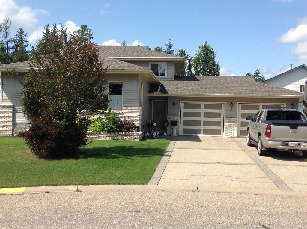 Main Photo: 4 Park Court in Whitecourt: House for sale : MLS(r) # 41127