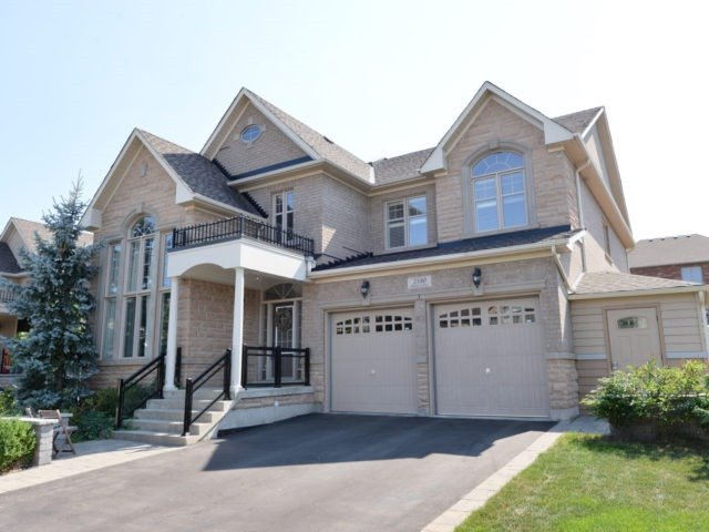 Main Photo: 2380 Rideau Dr in Oakville: Iroquois Ridge North Freehold for sale : MLS® # W3702265