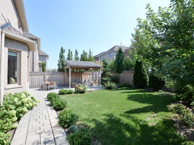 Photo 2: 2380 Rideau Dr in Oakville: Iroquois Ridge North Freehold for sale : MLS(r) # W3702265