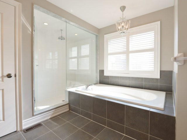 Photo 12: 2380 Rideau Dr in Oakville: Iroquois Ridge North Freehold for sale : MLS(r) # W3702265