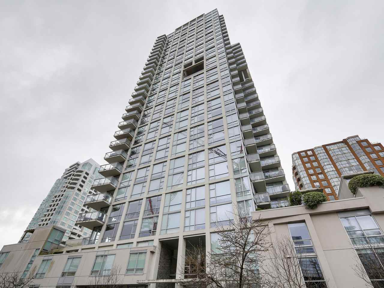 Main Photo: 401 1455 HOWE STREET in Vancouver: Yaletown Condo for sale (Vancouver West)  : MLS®# R2145939