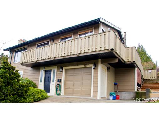 Main Photo: 3257 Jacklin Road in VICTORIA: Co Triangle Single Family Detached for sale (Colwood)  : MLS(r) # 311583