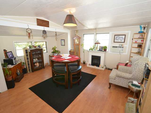 "Photo 2: 37 201 CAYER Street in Coquitlam: Maillardville Manufactured Home for sale in ""WILDWOOD PARK"" : MLS(r) # V972709"
