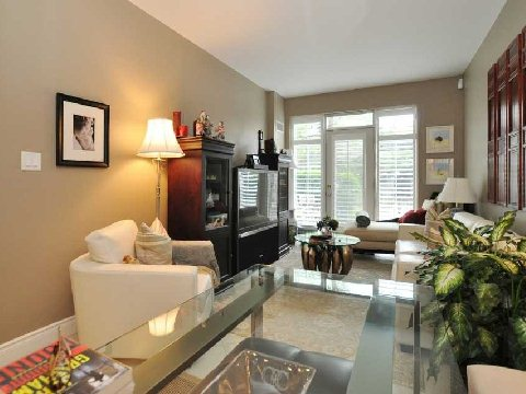 Photo 3: 77 Mcmurrich St Unit #104 in Toronto: Annex Condo for sale (Toronto C02)  : MLS(r) # C2740849