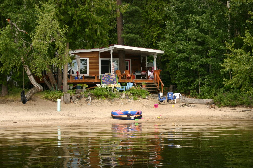 Main Photo: 5224 Northwest Pierre's Point Road in Salmon Arm: Waterfront House for sale : MLS(r) # 10087972