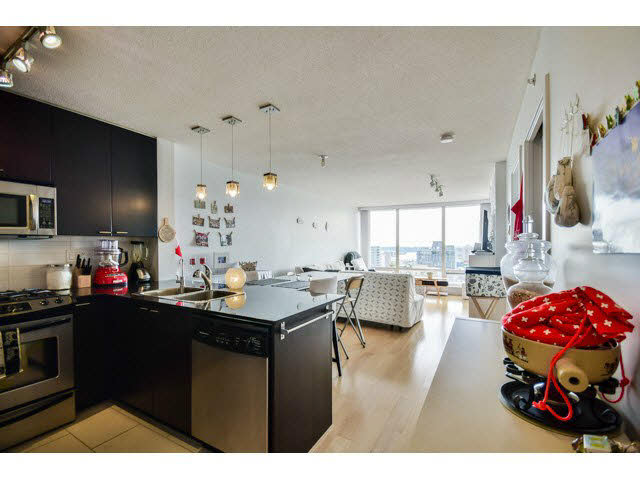 Photo 6: 1406 39 sixth Street in New Westminster: Downtown NW Condo for sale : MLS(r) # v1133268