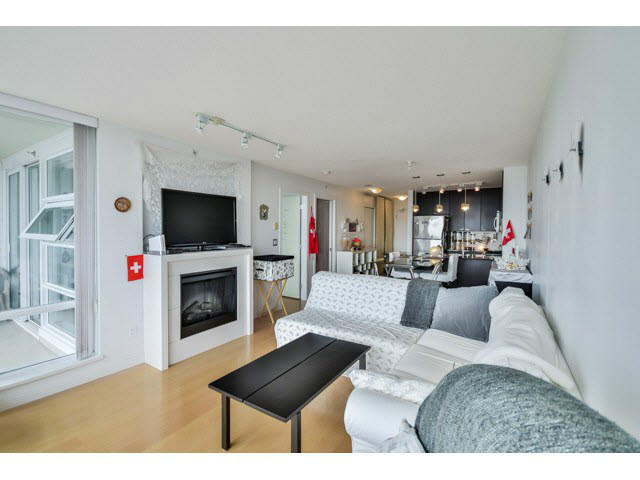 Photo 4: 1406 39 sixth Street in New Westminster: Downtown NW Condo for sale : MLS(r) # v1133268