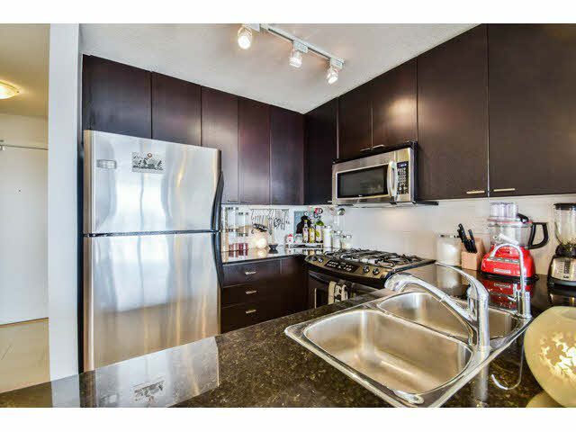 Photo 3: 1406 39 sixth Street in New Westminster: Downtown NW Condo for sale : MLS(r) # v1133268