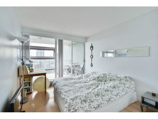 Photo 5: 1406 39 sixth Street in New Westminster: Downtown NW Condo for sale : MLS(r) # v1133268