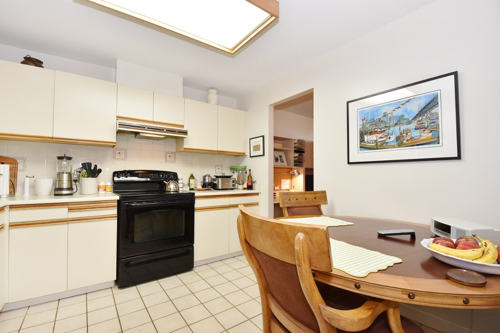 Photo 8: 601 518 MOBERLY ROAD in Vancouver: False Creek Condo for sale (Vancouver West)  : MLS(r) # R2047447