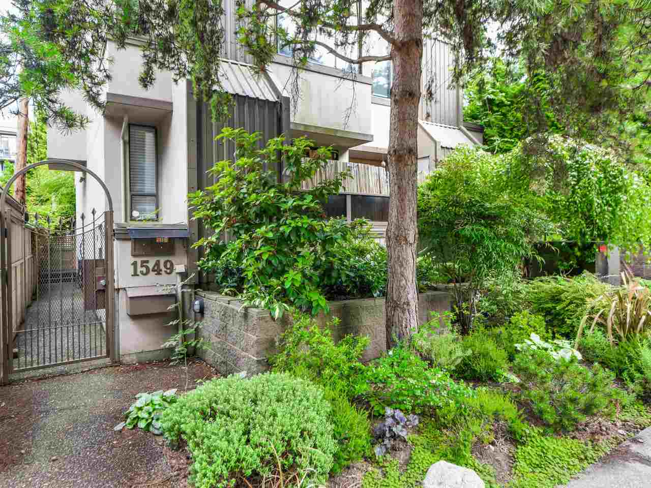 Main Photo: 3 1549 HARO STREET in Vancouver: West End VW Townhouse for sale (Vancouver West)  : MLS®# R2089499