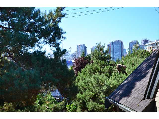 "Photo 11: 407 PRIOR ST in Vancouver: Mount Pleasant VE House 1/2 Duplex for sale in ""STRATHCONA"" (Vancouver East)  : MLS(r) # V1026978"