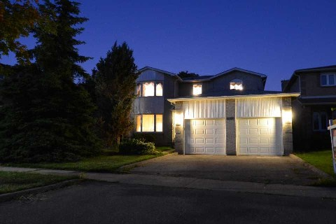 Main Photo: 6099 Tillsdown Drive in Mississauga: East Credit House (2-Storey) for sale : MLS(r) # W2983631