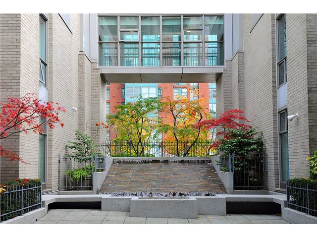 "Main Photo: 2205 928 RICHARDS Street in Vancouver: Yaletown Condo for sale in ""THE SAVOY"" (Vancouver West)  : MLS®# V980045"