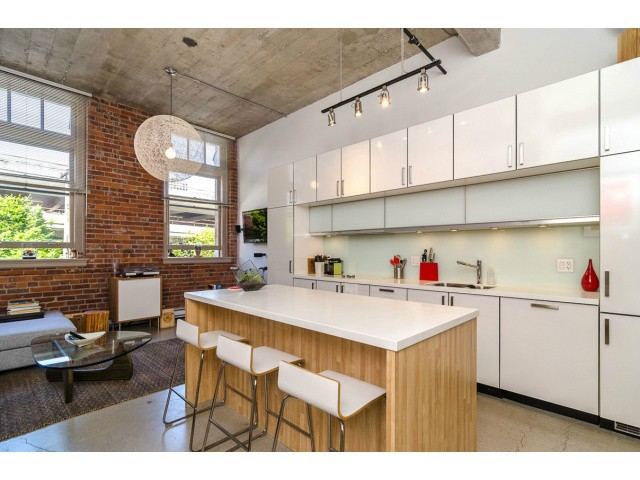 "Main Photo: # 205 546 BEATTY ST in Vancouver: Downtown VW Condo for sale in ""THE CRANE BUILDING"" (Vancouver West)  : MLS®# V1010837"