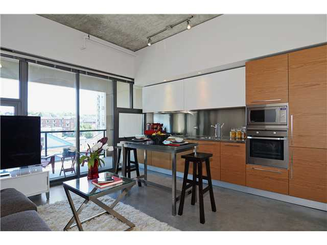 Photo 3: # 406 388 W 1ST AV in Vancouver: False Creek Condo for sale (Vancouver West)  : MLS(r) # V1069546