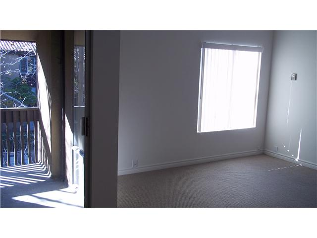 Photo 7: PACIFIC BEACH Home for sale or rent : 1 bedrooms : 1855 Diamond #332 in San Diego