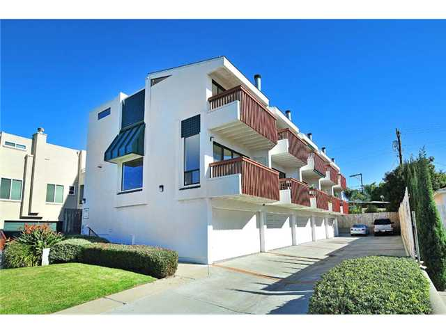Main Photo: BAY PARK Townhome for sale : 2 bedrooms : 1927 Chicago Street #A in San Diego