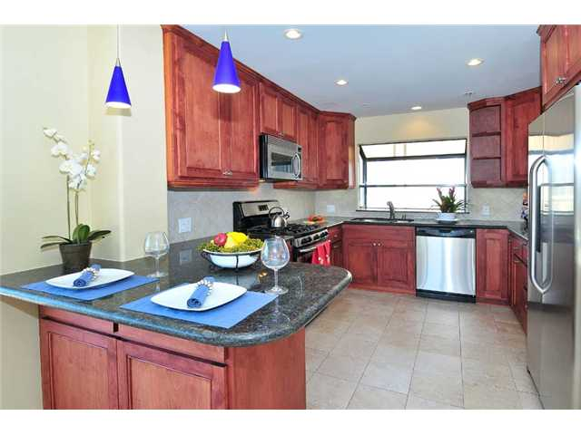 Photo 2: BAY PARK Townhome for sale : 2 bedrooms : 1927 Chicago Street #A in San Diego