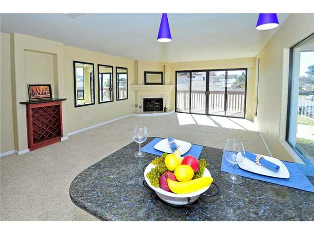 Photo 5: BAY PARK Townhome for sale : 2 bedrooms : 1927 Chicago Street #A in San Diego