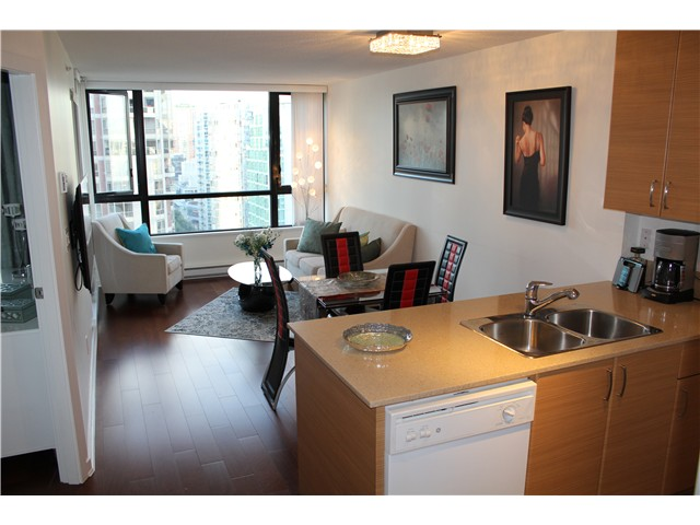 Photo 4: # 2210 909 MAINLAND ST in Vancouver: Yaletown Condo for sale (Vancouver West)  : MLS(r) # V1129575