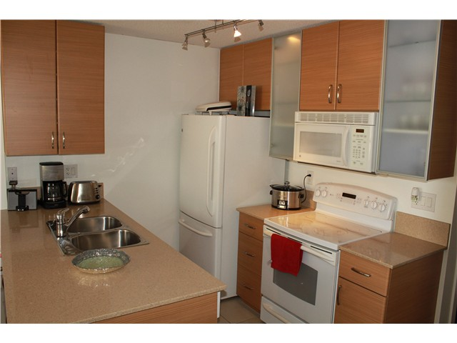 Photo 5: # 2210 909 MAINLAND ST in Vancouver: Yaletown Condo for sale (Vancouver West)  : MLS(r) # V1129575