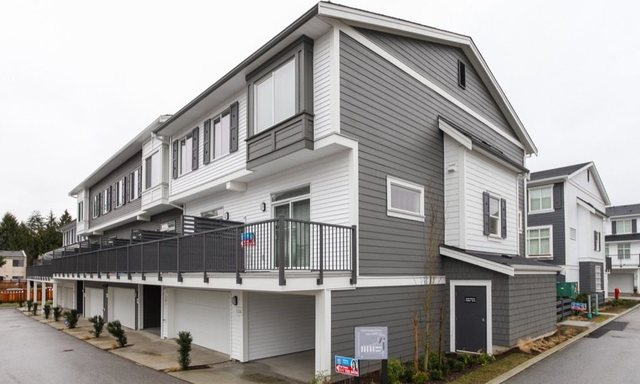 Main Photo: 117 15230 Guildford Drive in Surrey: Guildford Townhouse for sale (North Surrey)  : MLS® # R2047699