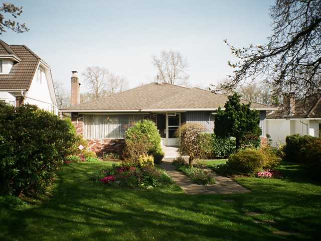 Main Photo: 8206 ELLIOTT Street in Vancouver: Fraserview VE House for sale (Vancouver East)  : MLS® # V999257