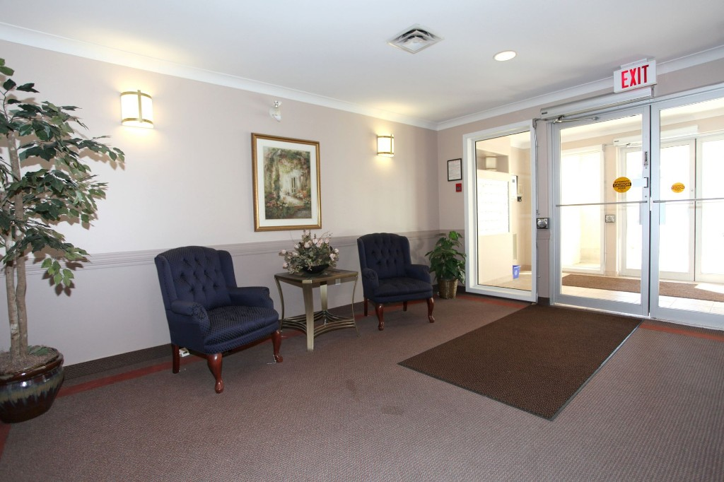 Apartment With Foyer : Apartment building foyer images