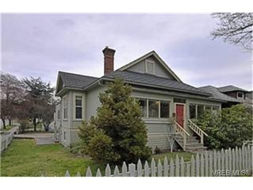 Main Photo: 2589 Graham Street in VICTORIA: Vi Hillside Single Family Detached for sale (Victoria)  : MLS®# 241874