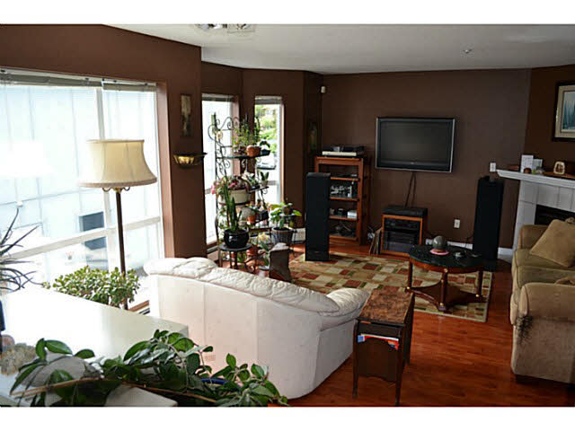Photo 3: 17 5740 MARINE WAY in Sechelt: Sechelt District Townhouse for sale (Sunshine Coast)  : MLS® # V1118432