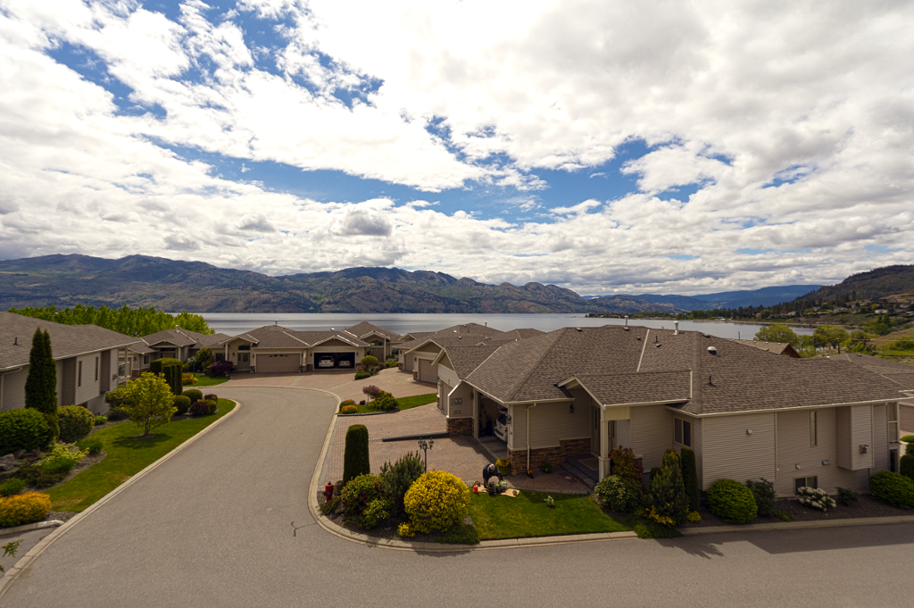 Main Photo: 103 2100 Boucherie Road in West Kelowna: Lakeview Heights House for sale : MLS® # 10105400