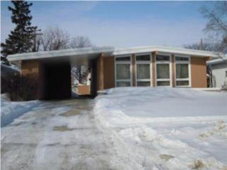 Main Photo: 840 Airlies Street: Residential for sale (Garden City)  : MLS®# 1002967